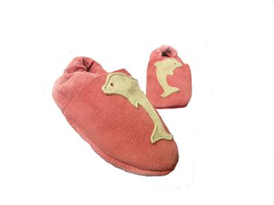 http://myshop.s3-external-3.amazonaws.com/shop1529500.pictures.Jobe-babyslofjes-roze-dolfijnen-meisjes-goedkoop-baby-spullen-eten-babys-peuters-creche.jpg