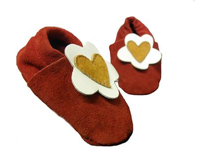 http://myshop.s3-external-3.amazonaws.com/shop1529500.pictures.Jobe-rode-babyslofjes-bloem-hart-meisjes-goedkoop-babys-spullen.jpg
