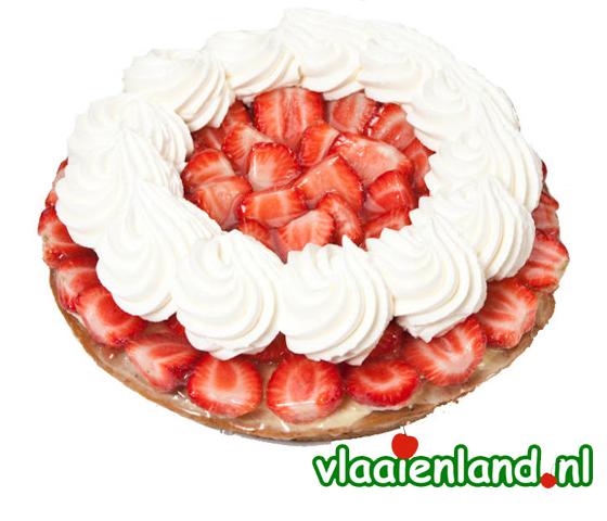 Aardbeienvlaai met slagroom