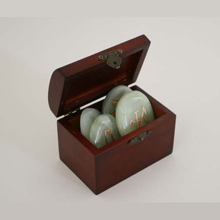 Aartsengelsymbolen in kistje<br />Chinese Jade