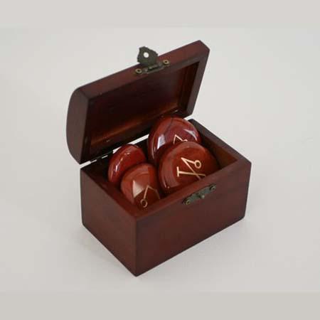 Aartsengelsymbolen in kistje<br />Jaspis Rood