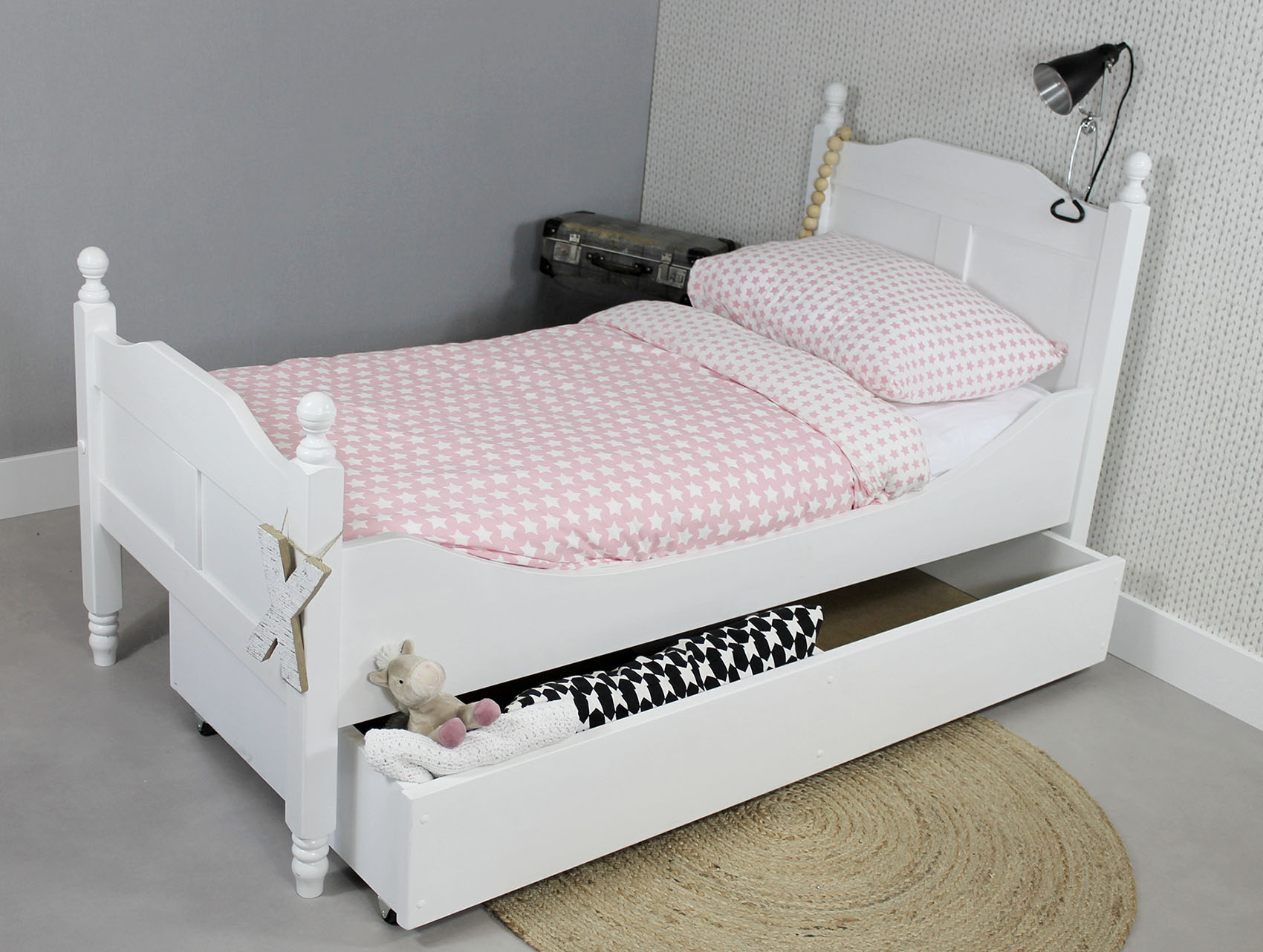 http://myshop.s3-external-3.amazonaws.com/shop2329900.pictures.Peuterbed%20Amalia%20Opberglade.jpg