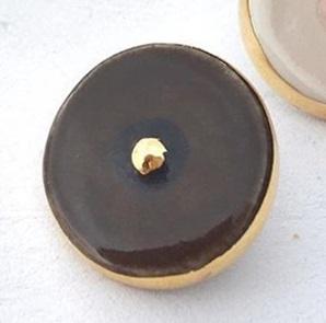 Boob brooch Dark chocolate