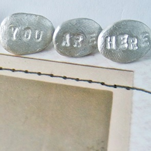 Broche set You are here.