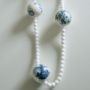 Delftsblauwe bollen ketting