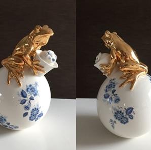Frog caraf vase