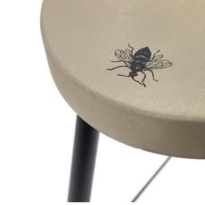 Krukje beton met insect