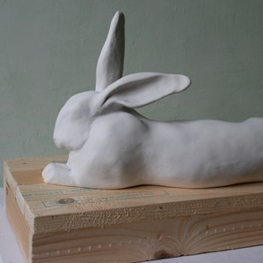 Beeld Liggend konijn