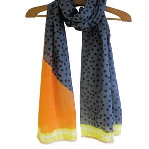 Black dots shawl*