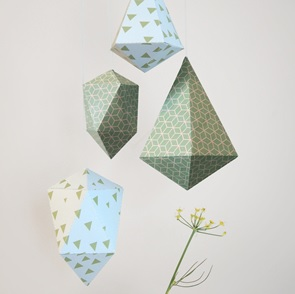 Set folding diamonds