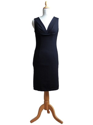 fitted sleeveless black dress