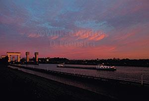 http://myshop.s3-external-3.amazonaws.com/shop3380800.pictures.3830K.jpg
