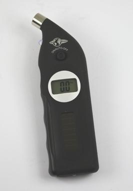 Elektronische bandenspanningsmeter en profielmeter met batterij en solarcel.