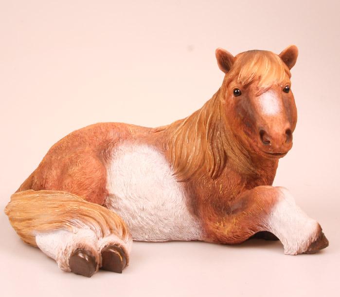 Dierenfiguur Pony liggend levensecht