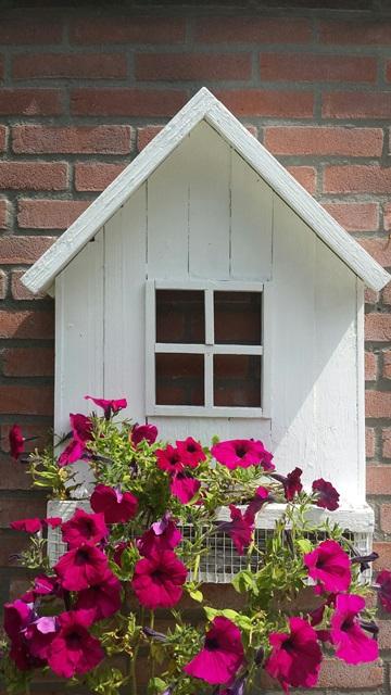 http://myshop.s3-external-3.amazonaws.com/shop4717800.pictures.muurhuisje%20gaas%20wit.jpg