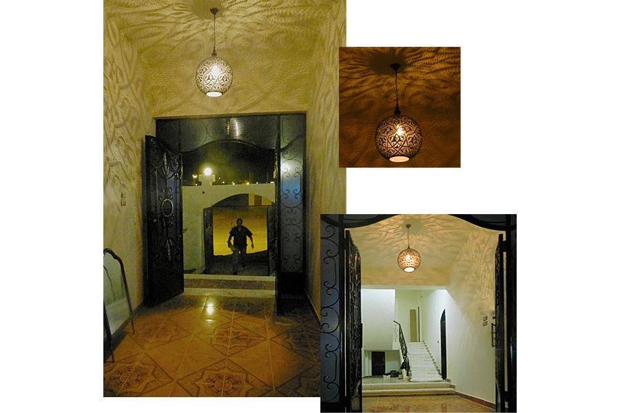 Egyptische lamp Isra in hal