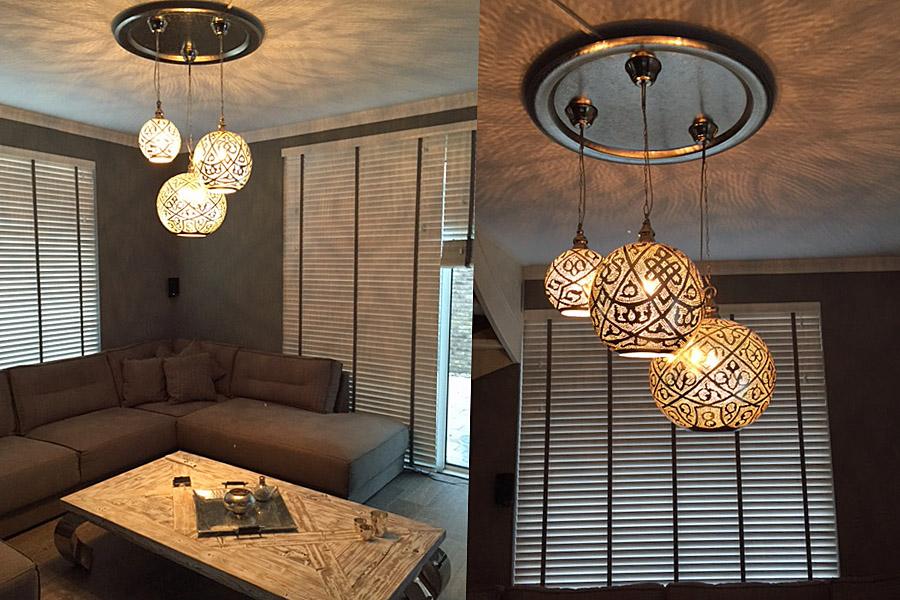 Groep Oosterse lampen Isra in woonkamer