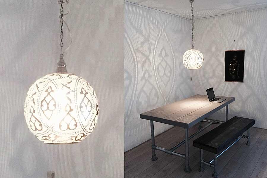 Hanglamp Qorna maat L boven eettafel