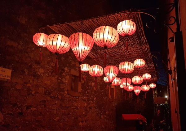 Deckenbeleuchtung asiatische Atmosphäre
