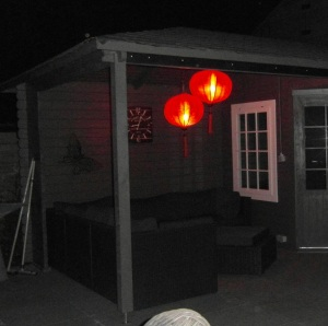Rote Chinesische Laternen im Gartenhause