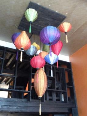 Farbige Laterne als Hangelamp
