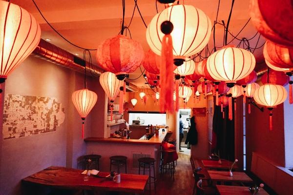 Himmel rosa Lampions aus Vietnam