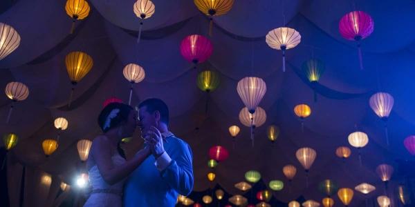 Lampions bei der Hochzeit Zelt