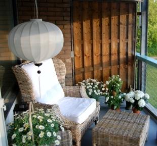 Zijden lampion op balkon