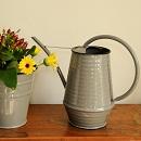 Bloemengieter retro grijs