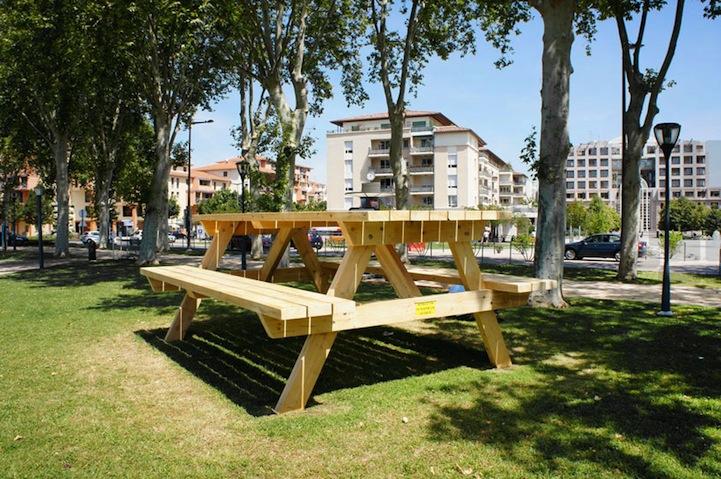 zeer grote picknicktafel