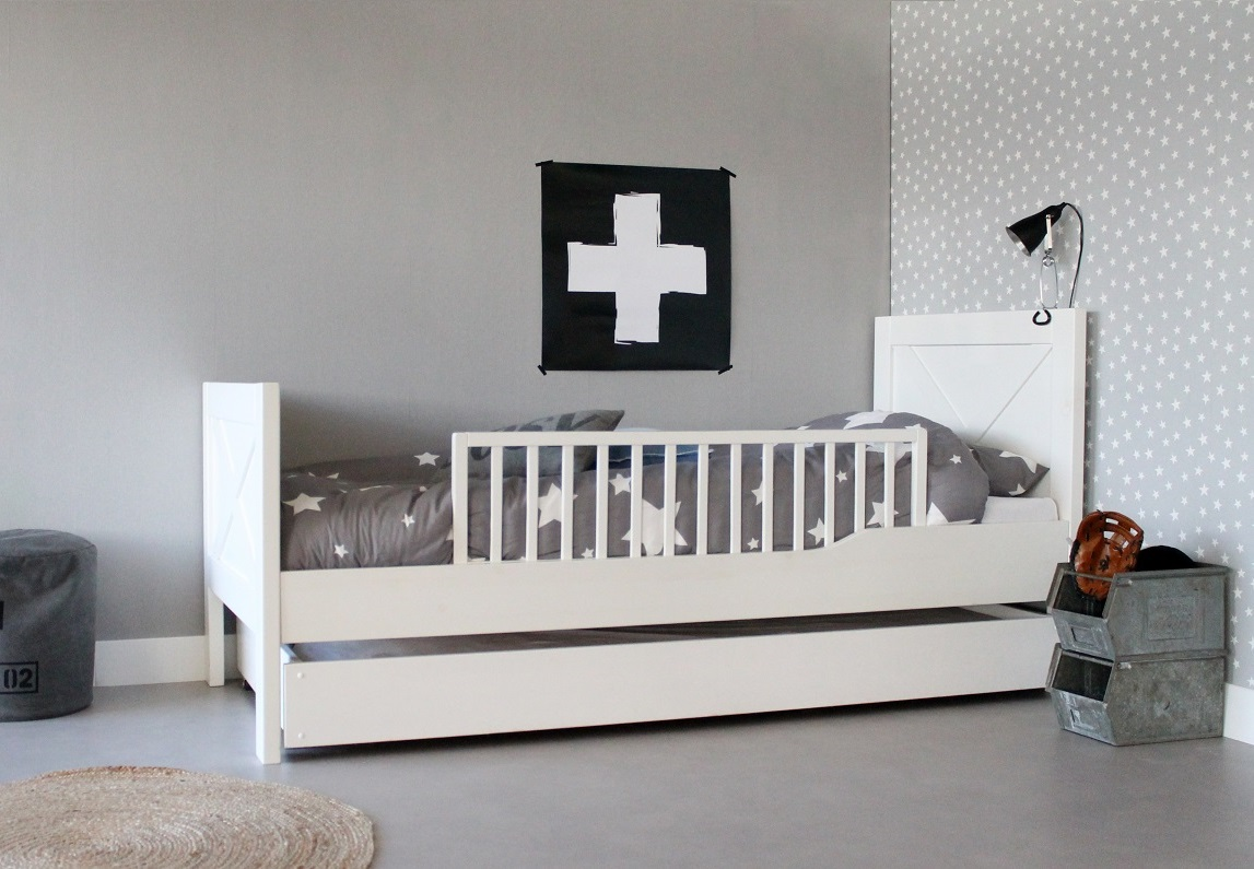 https://myshop.s3-external-3.amazonaws.com/shop2329900.pictures.Kinderbed%20New%20England%20incl%20slaaplade%20en%20hekje.jpg