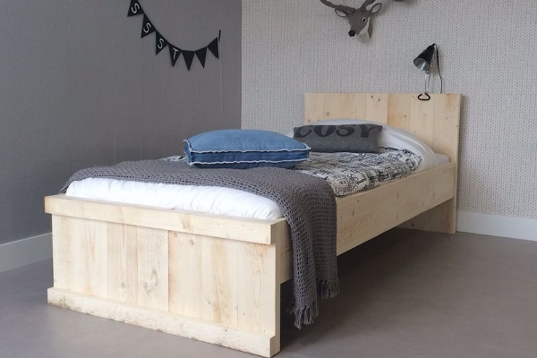 <BIG><B>TIENERBED MICHAEL 90x200</B></BIG><br>(+ in whitewash steigerhout + gratis lattenbodem)<br><br>