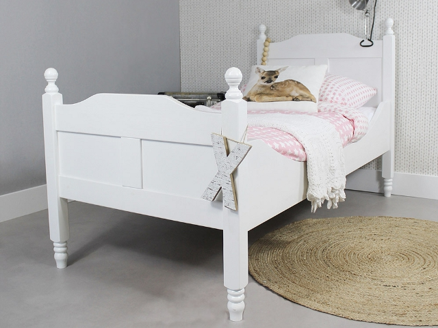 https://myshop.s3-external-3.amazonaws.com/shop2329900.pictures.Peuterbed%20Amalia%20wit%20PLF.jpg