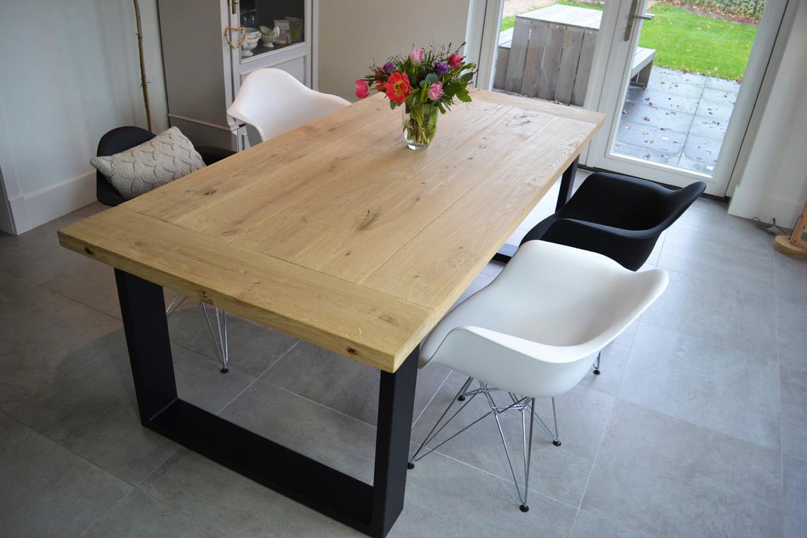 <h2>Eiken Eettafel met Kopregel</h2><p>Incl. Krachtig Onderstel</p>