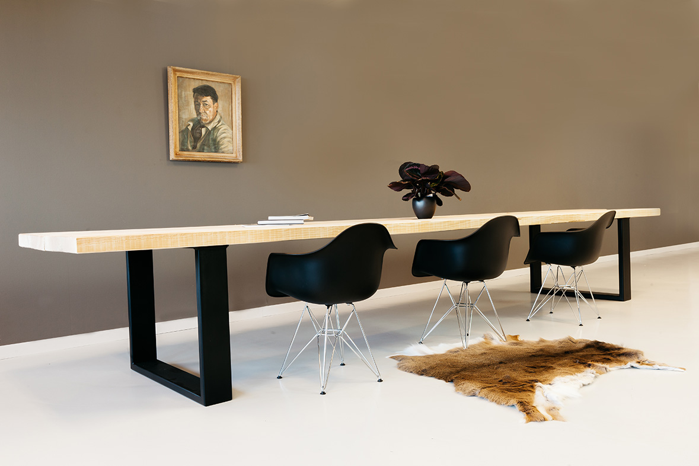 https://myshop.s3-external-3.amazonaws.com/shop2329900.pictures.houten-tafel-krachtig-plf.jpg