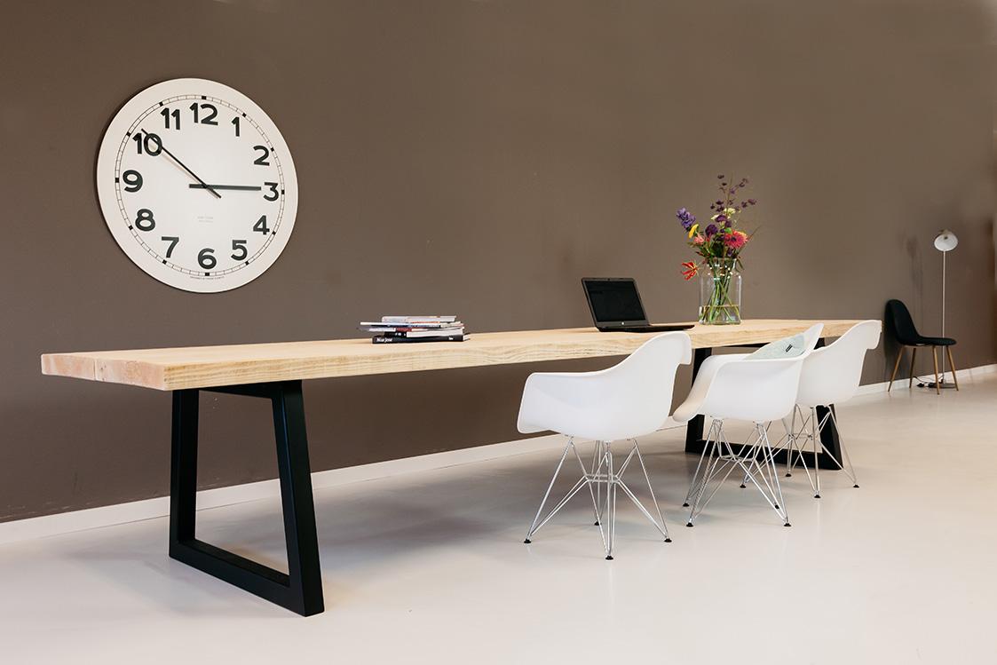 https://myshop.s3-external-3.amazonaws.com/shop2329900.pictures.houten-tafel-stijlvol-PLF.jpg