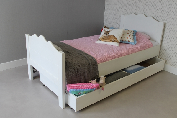 https://myshop.s3-external-3.amazonaws.com/shop2329900.pictures.kinderbed%20maxima%2090x200%20met%20speelgoedlade.JPG