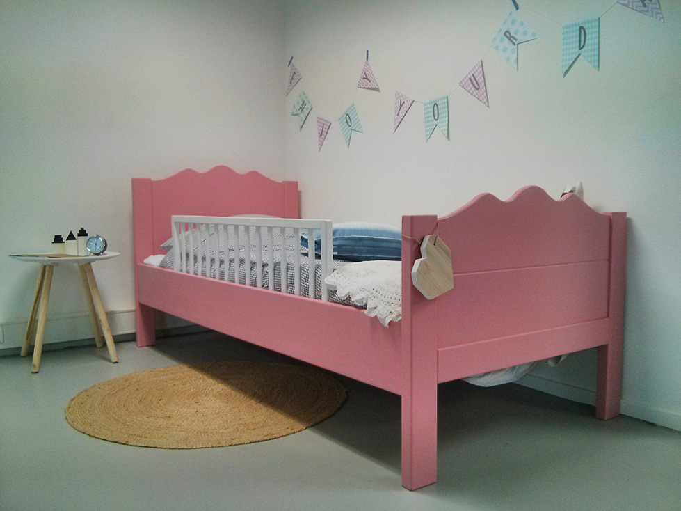 https://myshop.s3-external-3.amazonaws.com/shop2329900.pictures.kinderbed-maxima-roze-90x200cm-hekje-plf.jpg