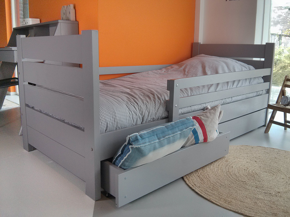 https://myshop.s3-external-3.amazonaws.com/shop2329900.pictures.kinderbed-millymo-90x200cm-grijs-PLF.jpg