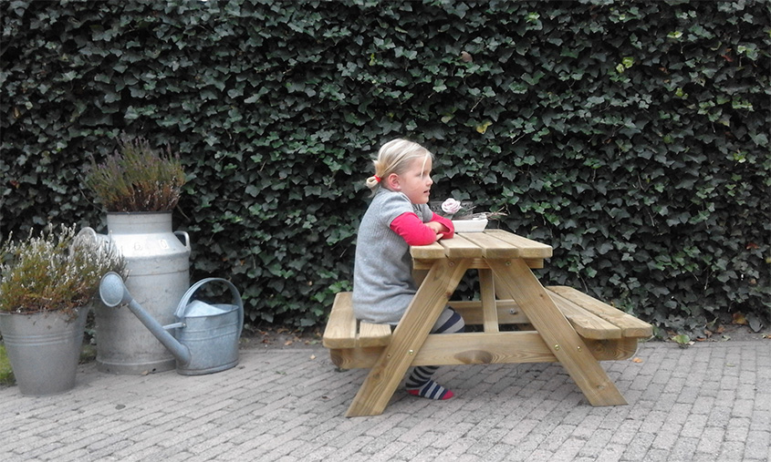 <BIG><B>KINDER PICKNICKTAFEL MASSIEF GRENEN 3.0cm dikte</B></BIG>