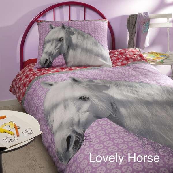 https://myshop.s3-external-3.amazonaws.com/shop2329900.pictures.myshop-medium-dekbedovertrek-pink-horse-inclusief-kussens.jpg