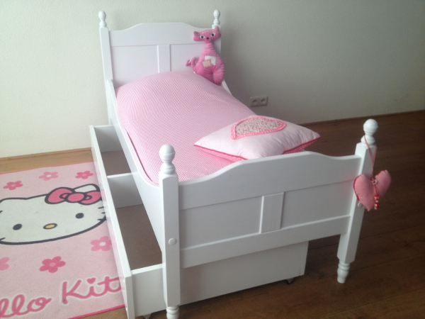 https://myshop.s3-external-3.amazonaws.com/shop2329900.pictures.peuterbed%20amalia%20met%20lade%20open.JPG