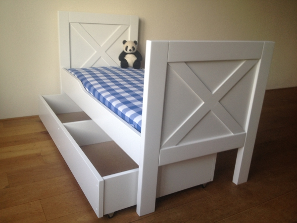 https://myshop.s3-external-3.amazonaws.com/shop2329900.pictures.peuterbed%20new%20england%20met%20lade.JPG