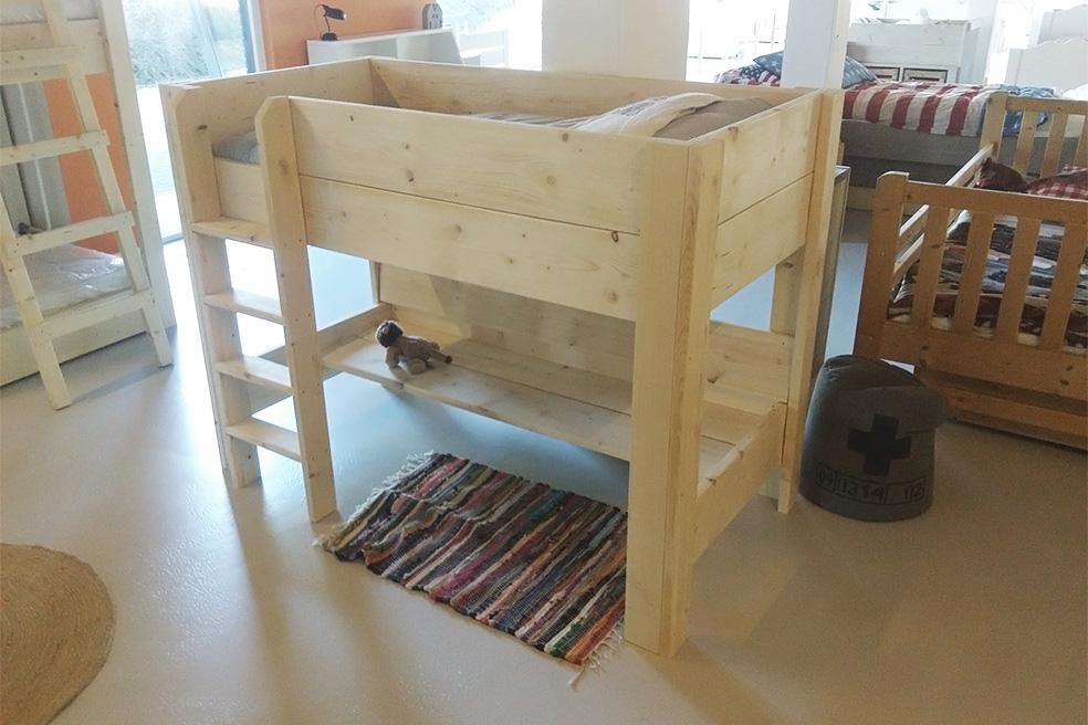 <BIG><B>PEUTER HALFHOOGSLAPER THOMAS 70x150</B></BIG> <P>(In antraciet steigerhout + lattenbodem + loungebank + veilig vlakke trap)</P><BR>