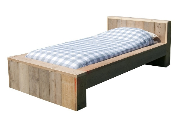 https://myshop.s3-external-3.amazonaws.com/shop2329900.pictures.steigerhout%20kinderbed%20storm%20PLF.jpg