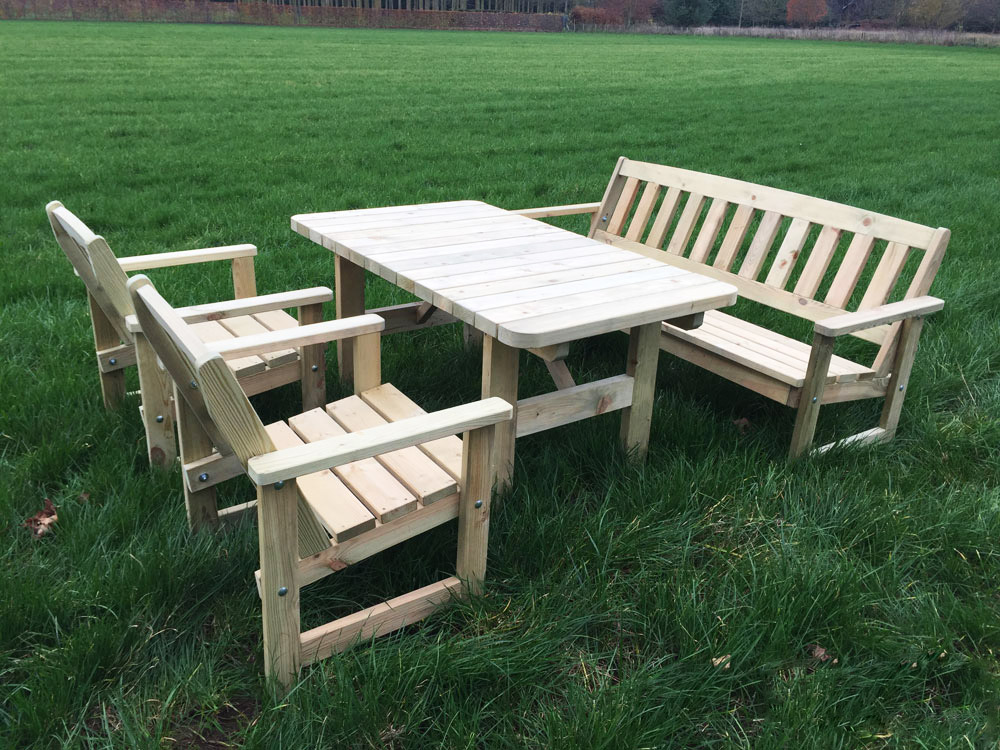 <BIG><B>TUINSET AVALON GEÏMPREGNEERD NATUREL GRENEN COMPLEET</B></BIG>(In naturel grenen + incl. Tafel, Bank en 2 Stoelen)
