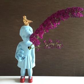 Blauw popje goud duif