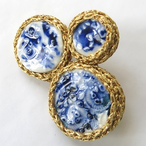 Brooch delftsblue and gold