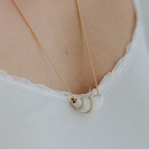 Croissant necklace White