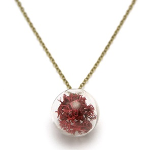 Necklace red moss
